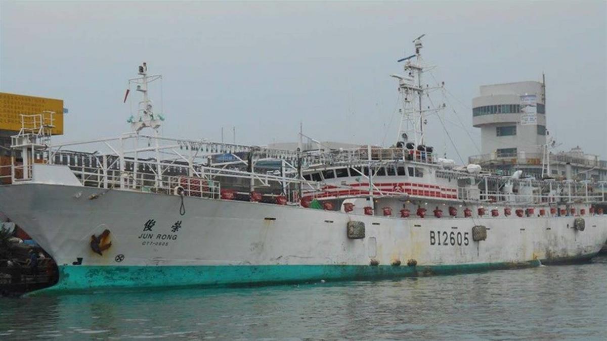 高市魷釣船俊榮號海上起火 5菲籍漁工失蹤