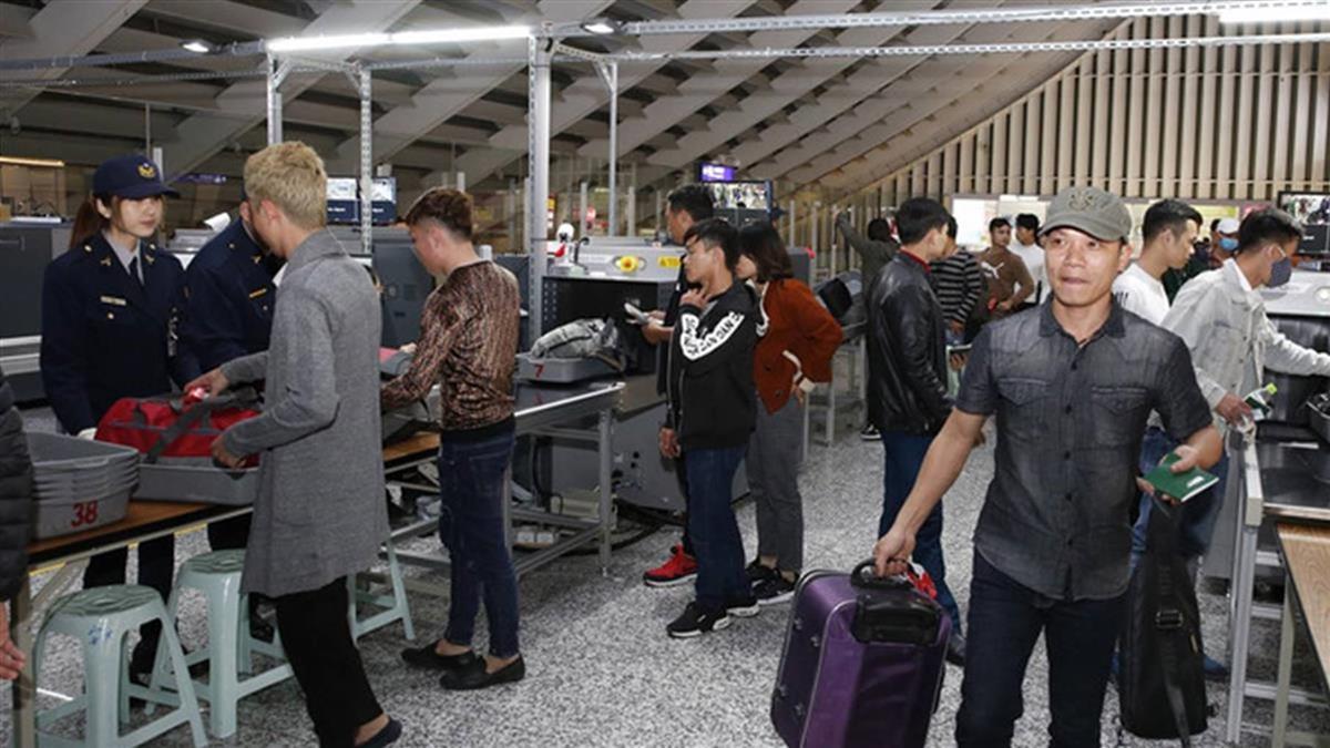 防堵非洲豬瘟 東南亞飛台手提行李全檢疫