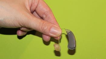 長期配戴助聽器恐傷聽力?  食藥署闢謠