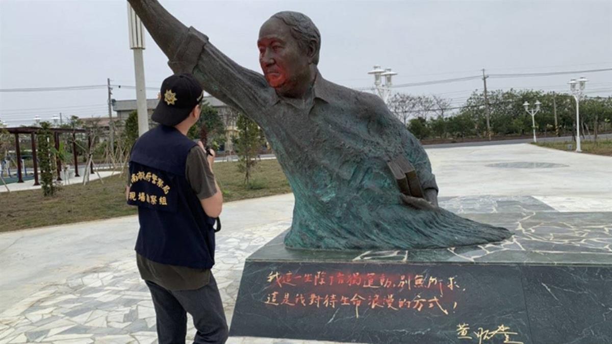 台南黃昭堂雕像遭噴漆  噴漆者這樣回應...
