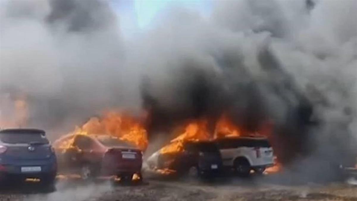 印度航空展意外頻傳!疑菸頭釀火 300輛車燒光光