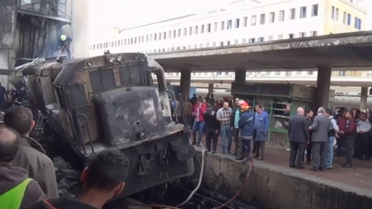 火車撞月台釀25死…焦屍四散!竟是2司機員吵架釀禍