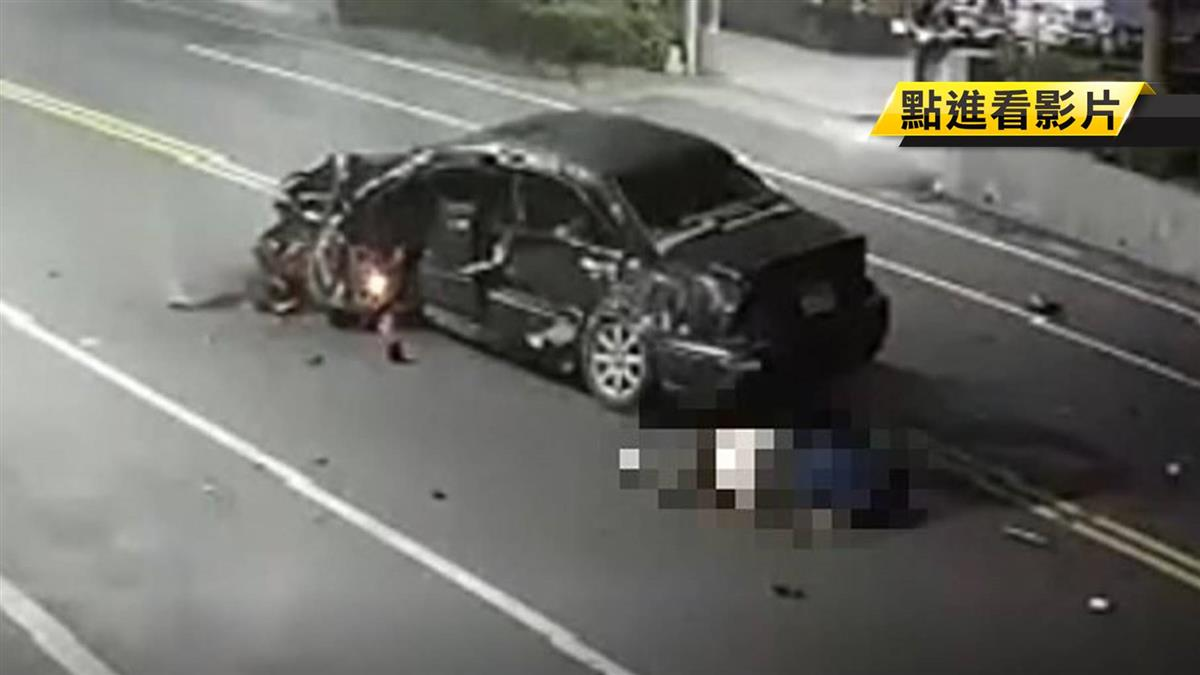 驚悚!轎車失控撞花圃著火 駕駛噴飛身亡