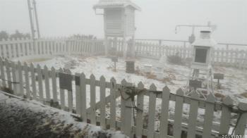 強烈大陸冷氣團報到  玉山積雪1公分
