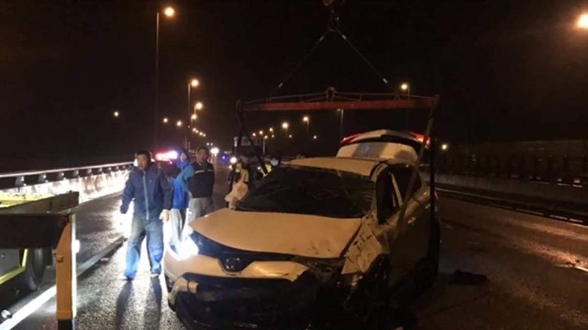 陸客趕飛機路滑撞翻車 駕駛當場死亡...