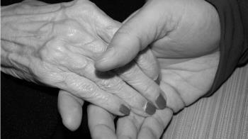 她躺冰冷手術台…已逝外婆突出現:別怕