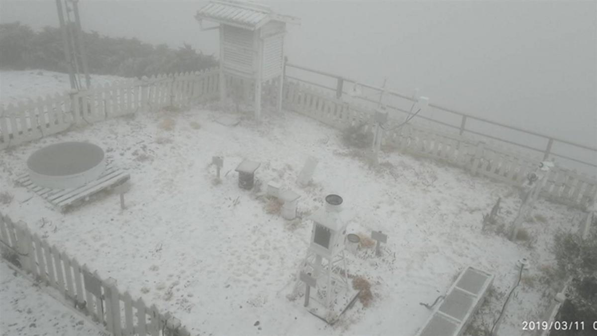 玉山積雪3.5公分 排雲山莊也下雪