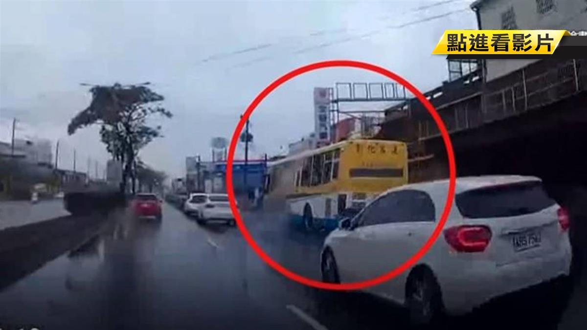 恐怖客運超車還急切 一路加速行駛民眾嚇壞