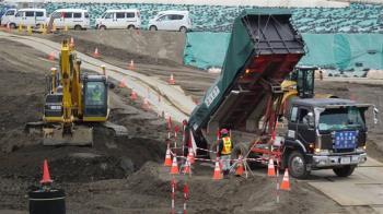福島除輻污土一包包 僅兩成進中期儲存場