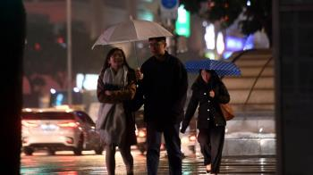 變天!春雨狂襲全台 北部最慘連下5天
