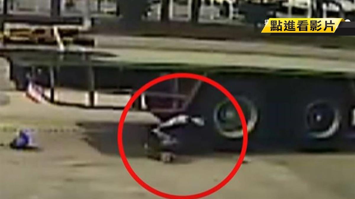 男遭拖板車撞倒輾兩次 驚悚畫面曝光!