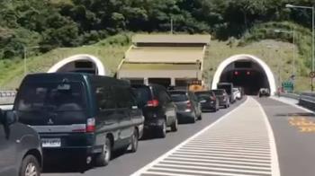 蘇花公路崩巨石 工程人員漏夜清理搶通