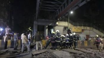 印度孟買鬧區天橋突坍塌 至少6死36傷