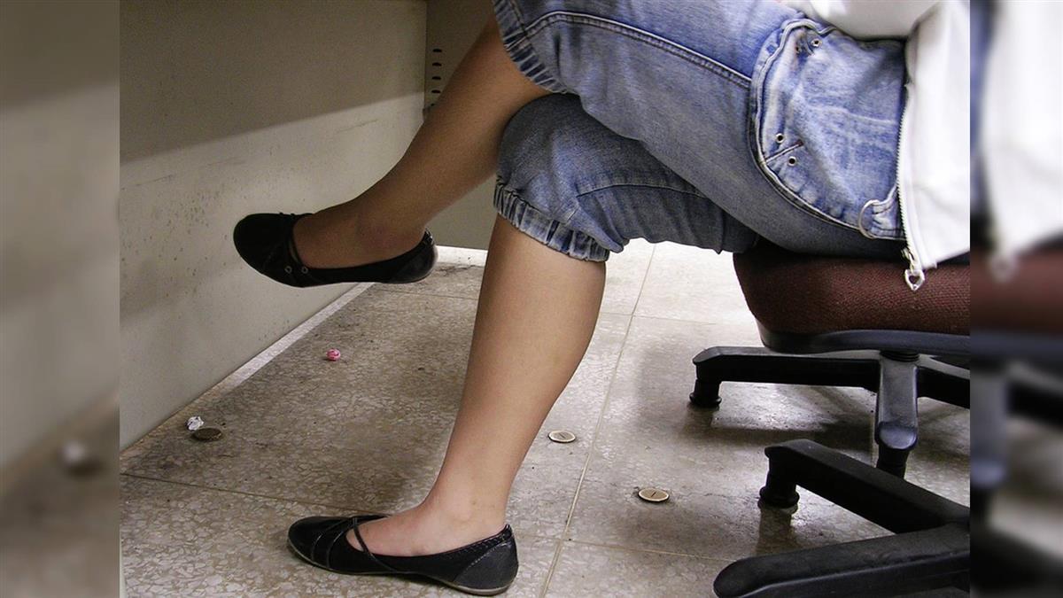 醫警告…翹腳恐損傷精子!網嚇:腿秒放下