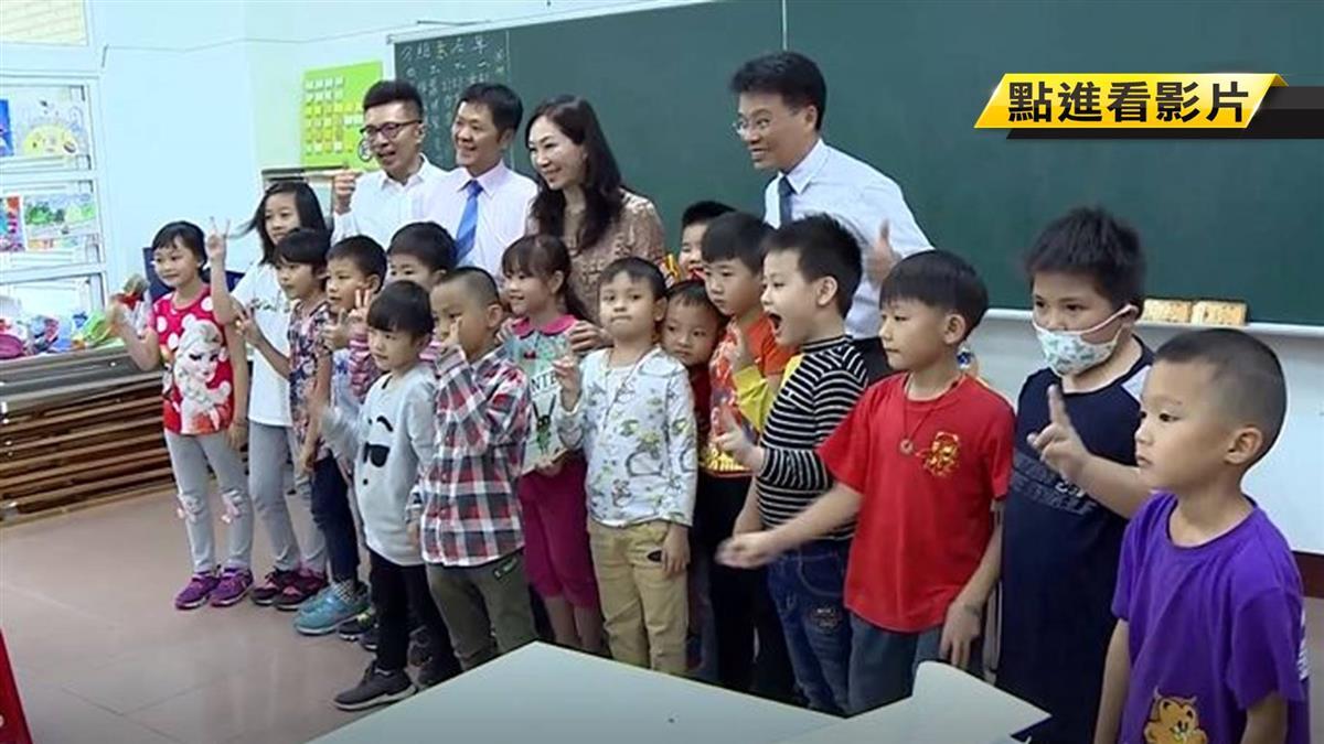 李佳芬關懷偏鄉學童 談韓未來長嘆連連