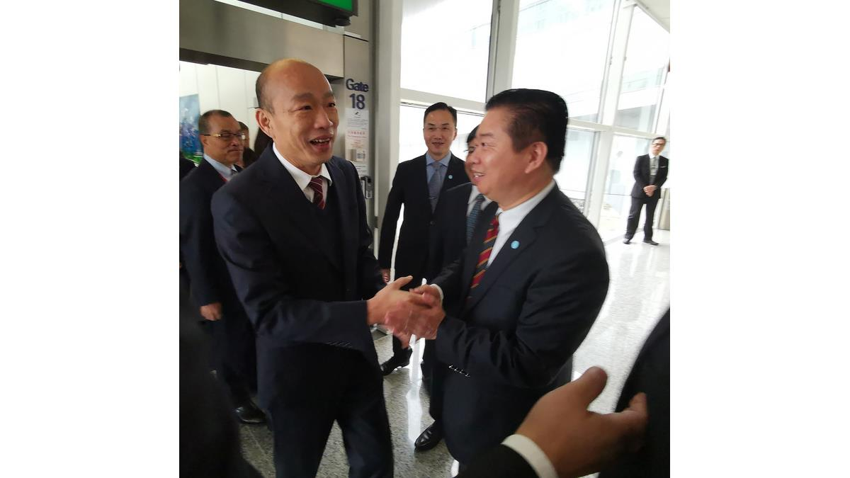 韓國瑜抵香港 台灣駐港官員到機場迎接