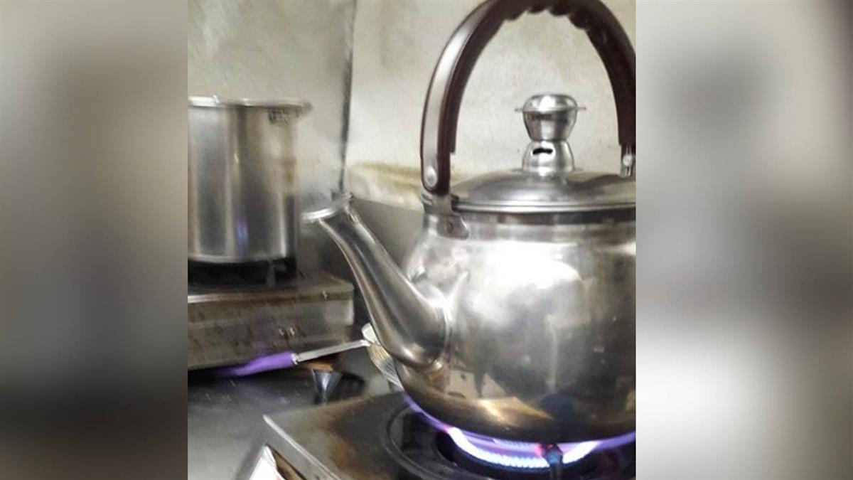 員工煮開水…他看水壺方位秒崩潰 網:哪裡錯