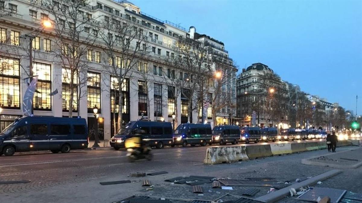 黃背心示威第19週 巴黎動員裝甲車催淚彈