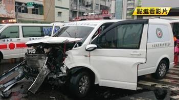 救護車載孕婦出車禍 4輛車相撞5人傷