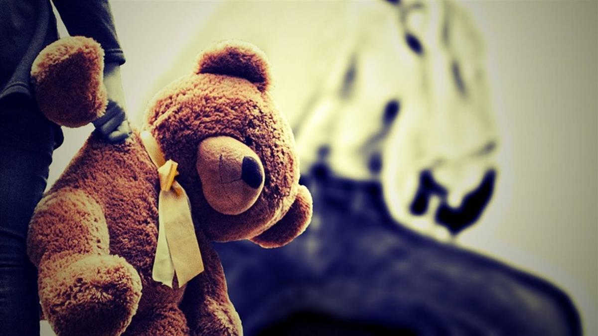 家暴父追到急診室 遭撞死!妻大哭:解脫了