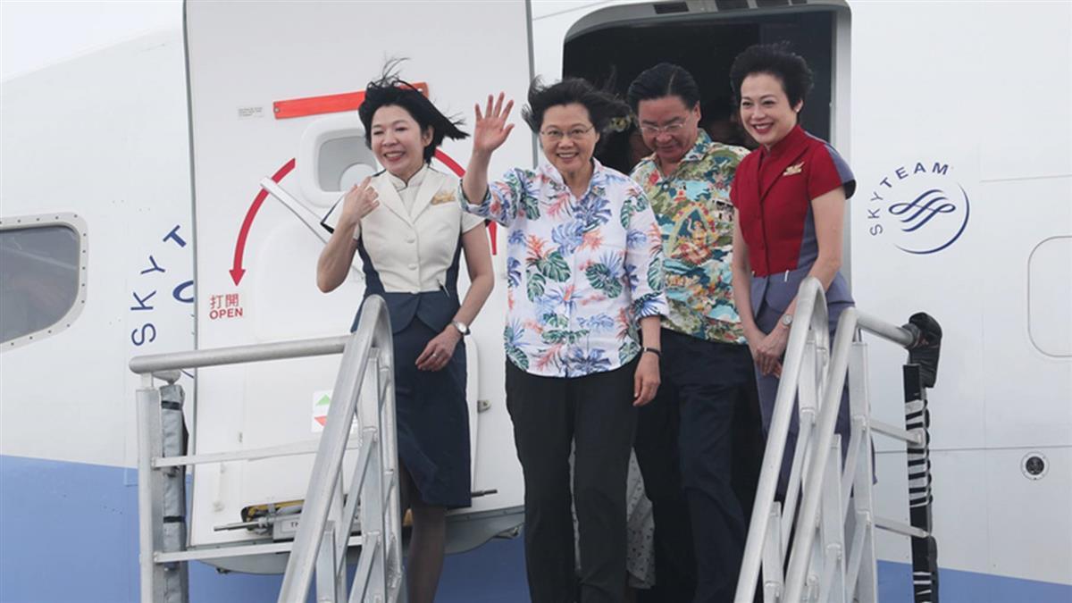 蔡總統抵馬紹爾國是訪問  馬國元首海妮接機
