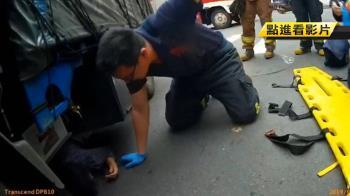 命大!老婦過馬路遭貨車捲車底 手骨折幸無大礙