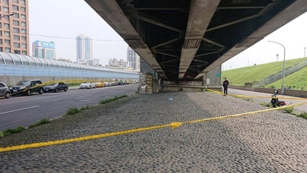 離奇!中年男頭套塑膠袋卡縫隙…陳屍橋下