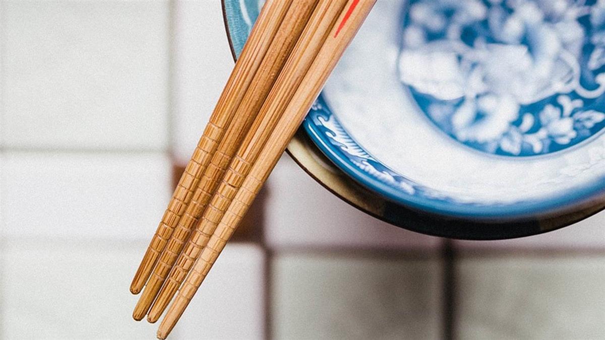 怎不帶筷子?魔人開環保模式 女飆3問秒擊落