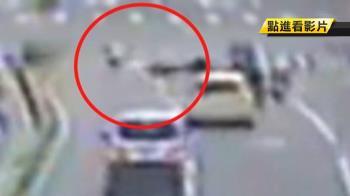 違規穿越車道!八旬婦遭重機撞上 兩天後不治
