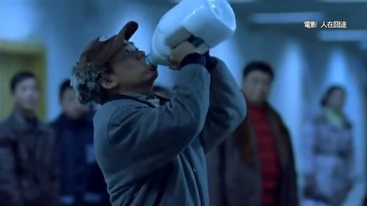 澳洲帶牛奶上飛機遭攔 陸男當場灌完2.5公升牛奶