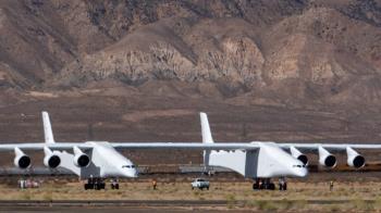 雙頭機身、6引擎!全球最大飛機首飛成功