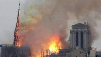巴黎聖母院大火浩劫 消防員奮勇挽救無價藝品