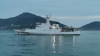 陸漁船丟石頭拒檢 馬祖海巡隊震撼彈伺候