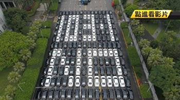 不滿Uber條款 萬人上凱道以車排字抗議