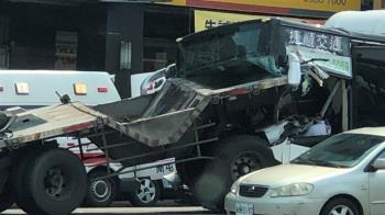 台中連環撞!聯結車尾插進公車…駕駛頭撕裂送醫