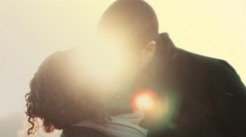 女友過世 癡情男單身22年…嬤託夢:她回來了