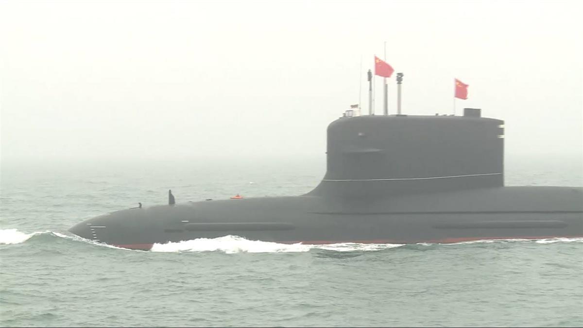 陸海軍青島大閱兵 霧鎖海面網友稱「看不艦」