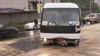 載特教生校車自撞山壁8傷 六旬司機昏迷