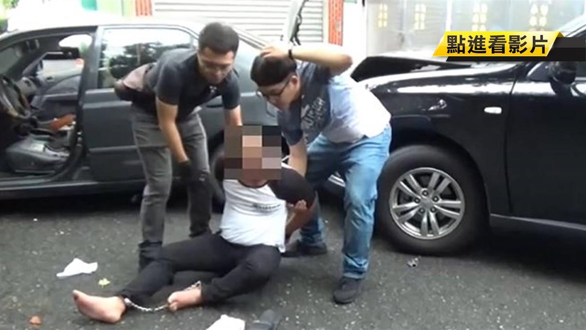 警破竊盜集團!主嫌倒車衝撞 警開槍射胎逮人
