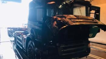 台64線觀音山隧道貨櫃車車頭起火!已撲滅