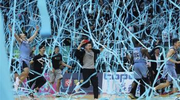 SBL富邦奪隊史首冠 賈西亞拿MVP