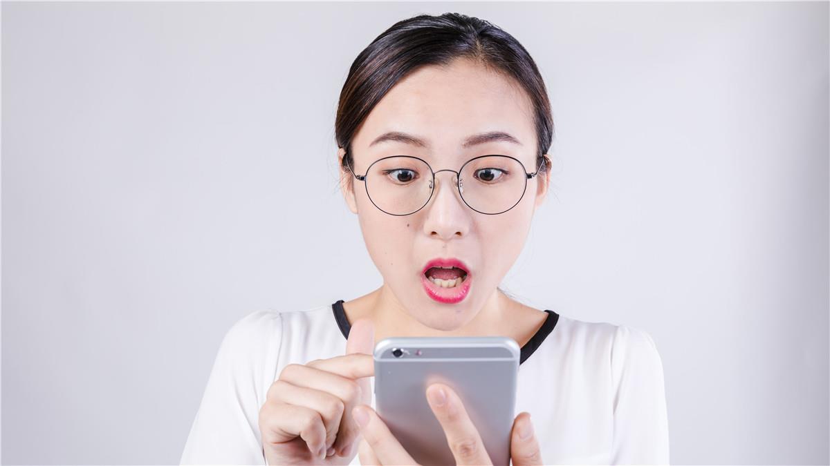 忍不住!最愛偷看戀人手機的星座TOP3