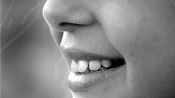 沒吃檳榔不菸不酒 70歲嬤戴假牙罹患口腔癌