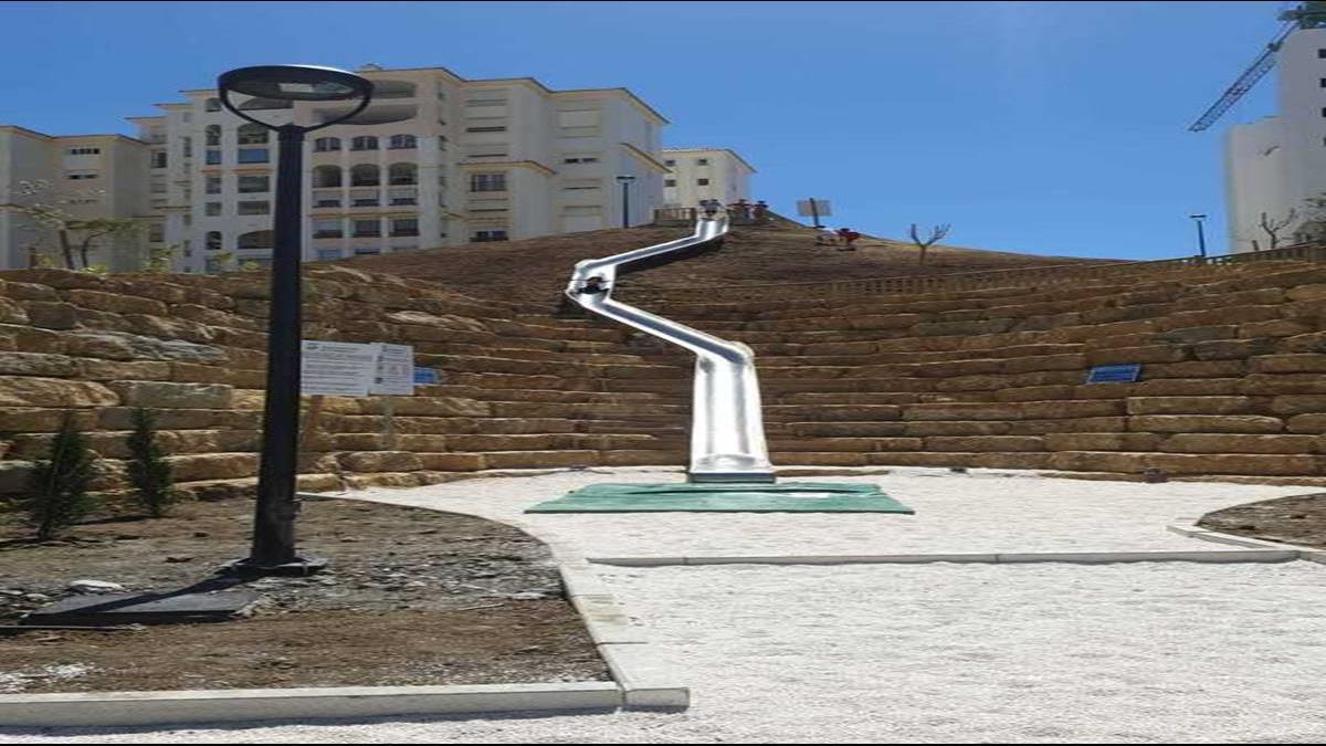 斥資97萬打造省時滑梯?民眾接連慘摔關閉了