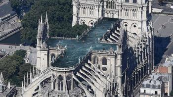 巴黎聖母院重建競圖 異想天開蓋空中泳池