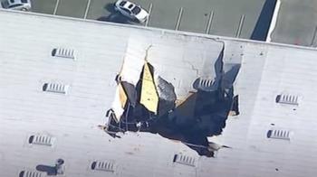 美空軍F-16例行訓練墜倉庫 屋頂破大洞