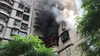濃煙陣陣!台北復興北路傳火災 警消救出1女