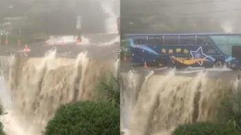 嚇!南投雨彈狂炸 遊覽車硬闖…如在瀑布上