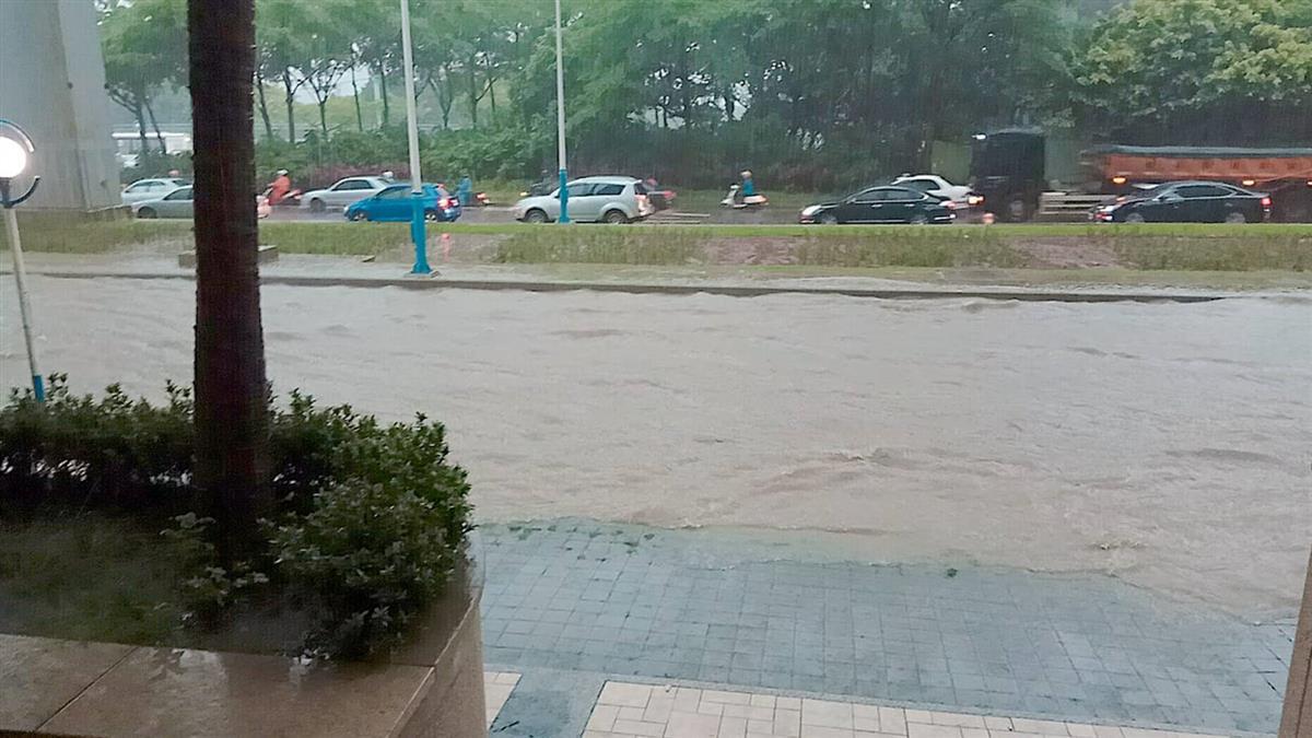 【更新】雨炸北台灣!真理大學、聖約翰科大日間部停課