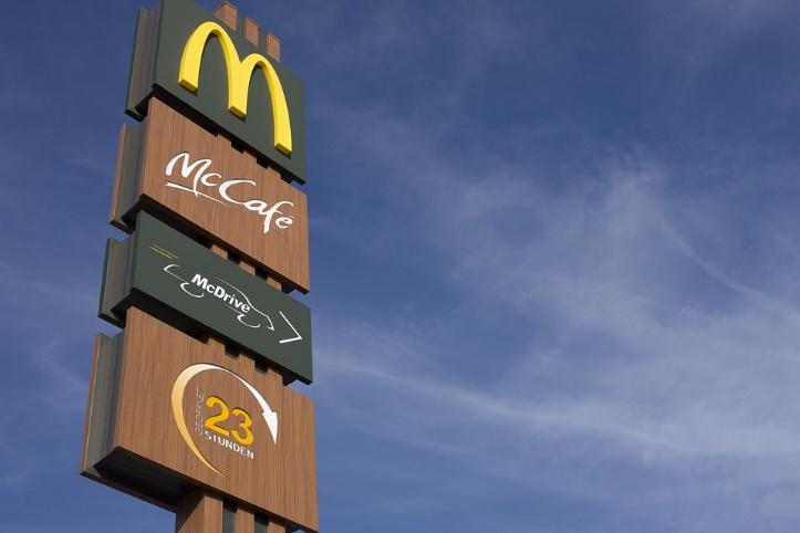 麦当劳, Redaktionel, 链, 快餐食品, M, 猪排, 盾, 天空, 推动, 23
